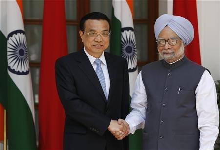 Le Premier ministre chinois Li Keqiang et son homologue indien Manmohan Singh, le 20 mai 2013. Crédits: Adnan Abidi/Reuters.