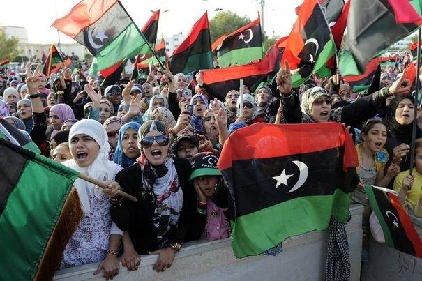 246580_des-femmes-manifestent-a-l-annonce-de-la-liberation-totale-de-la-lybie-a-misrata-le-23-octobre-2011