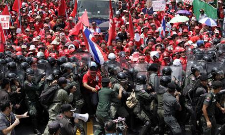 Des manifestations en Thailande en 2009. Photograph: Sukree Sukplang/Reuters