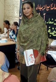 La journaliste Loubna Al-Hussein, condamnée à 40 coups de fouet pour avoir porté un pantalon au Soudan en 2009.