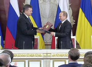 Le président ukrainien, Viktor Ianoukovitch et le président russe Valdimir Poutine à Moscou, le 18 décembre