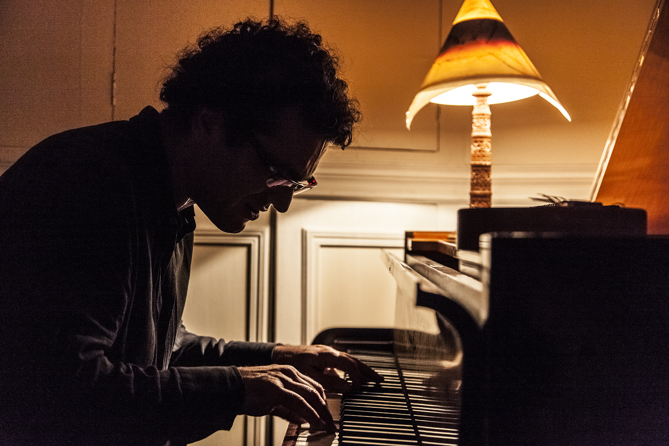 Arshid Azarine, au piano - Paris le 13/03/2014 © Alain Elorza