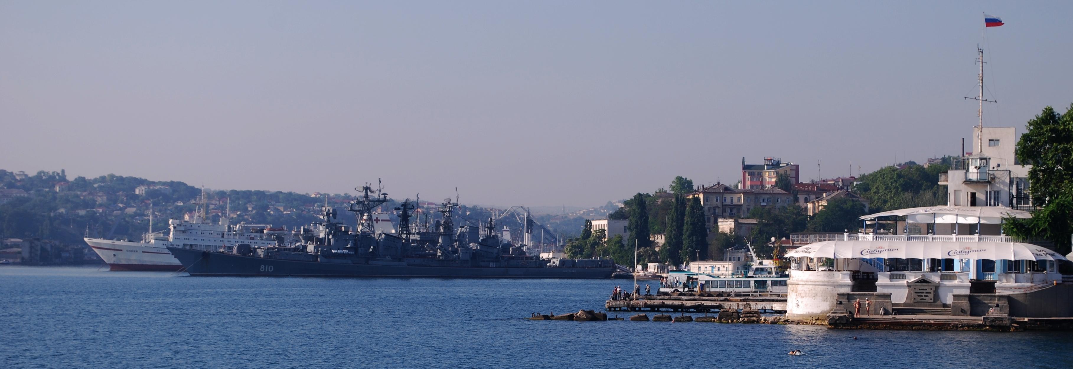 La rade de Sebastopol en Crimée avec les vaisseaux de la marine russe. (Photo Oleg Kobtzeff)