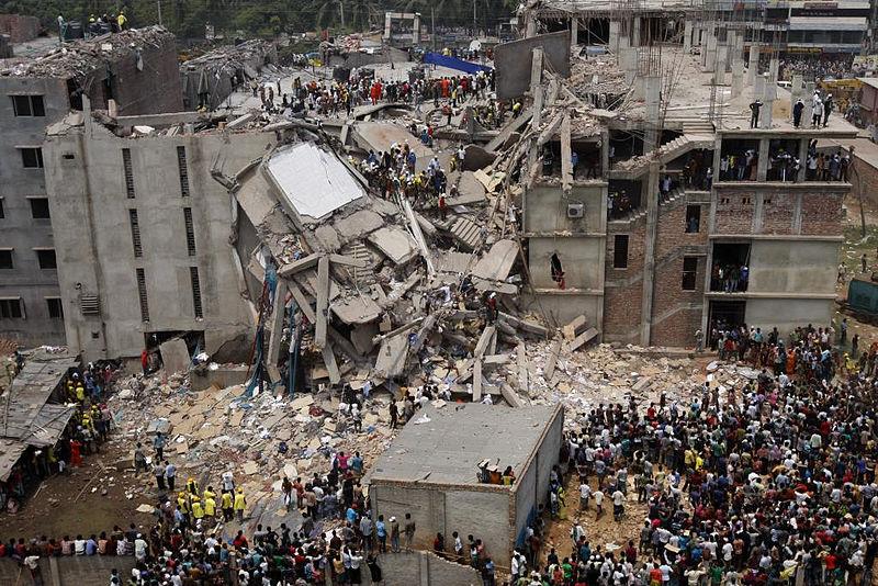 Le bâtiment appelé Rana Plaza qui, le 24 avril 2013,  s'est effondré dans le faubourg ouest de Dacca, capitale du  Bangladesh, provoquant au moins 1 127 morts.