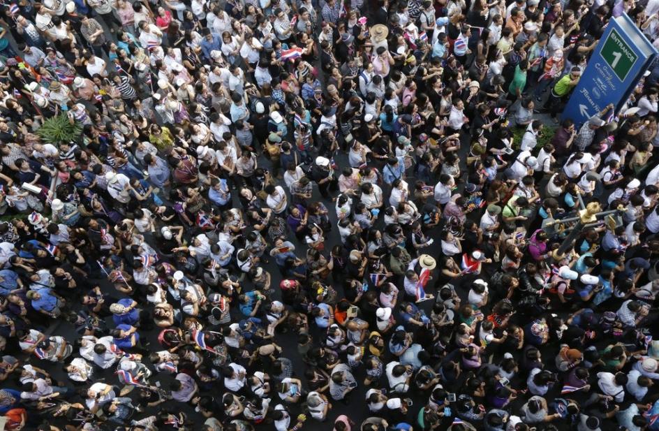 Des milliers de Thaïlandais protestent contre leur gouvernement à Bangkok en Thaïlande -  Novembre 2013 © Keystone