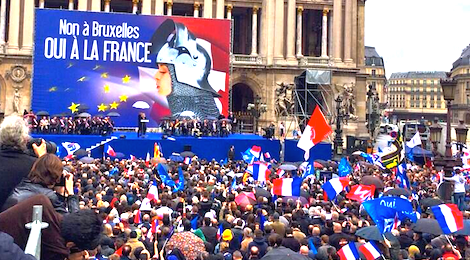 Marine Le Pen à Paris, le 1er mai lors du rassemblement du Front national en hommage à Jeanne d'Arc