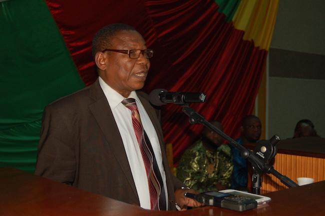 Pr. Bernard Simiti à l'Assemblée nationale de la RCA à Bangui, mars 2014 © Alain Elorza