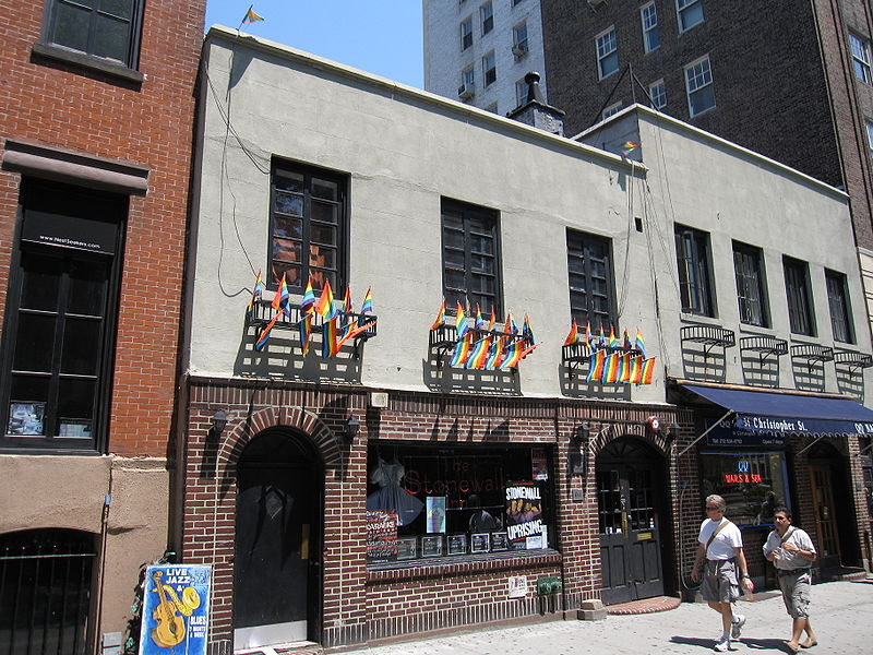 800px-Stonewall_Inn_New_York_002