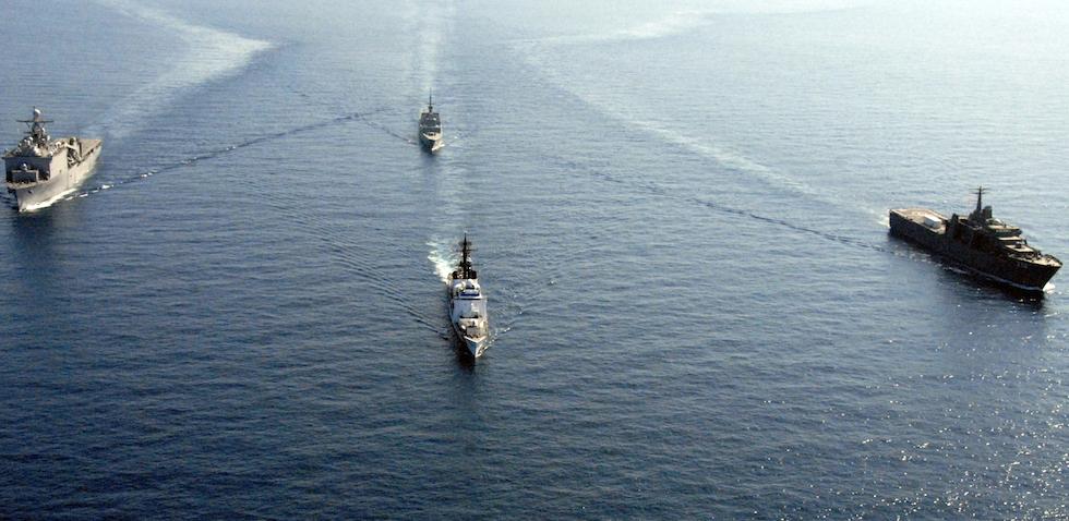 Des vaisseaux de la U.S. Navy et de la République de  Singapour en opération conjointe de la mer de Chine méridionale - juin 2008 - Wikimedia commons