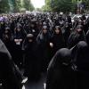 des-iraniennes-manifestent-le-16-mai-2014-a-teheran-et-demandent-plus-de-severite-contre-les-femmes-qui-ne-respectent-pas-le-port-du-voile_4969115