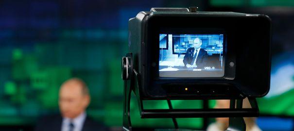 le-president-russe-vladimir-poutine-sur-un-plateau-de-television-a-moscou-le-11-juin-2013_4716879
