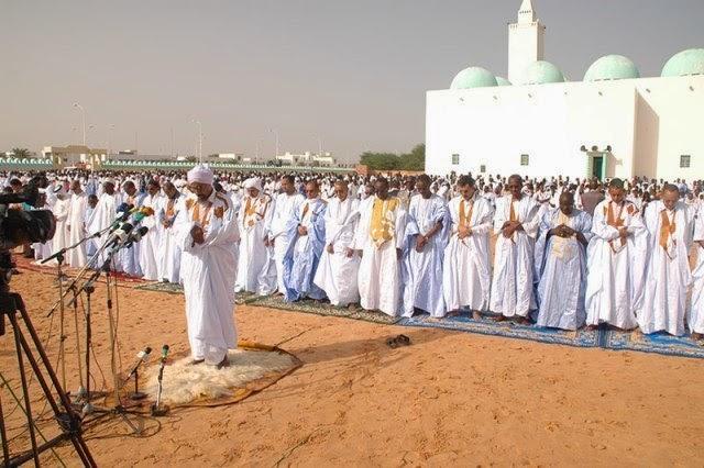 Prière de vendredi à la grande mosquée saoudienne de Nouakchott, présidée par l'imam Ahmed Lemrabot Habibou Rahman (Al Akhbar)