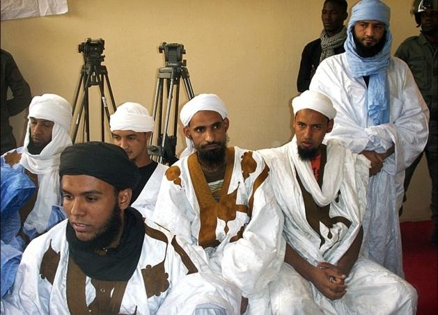 """Des dizaines de salafistes mauritaniens emprisonnés ont participé aux """"dialogues spirituels"""" avec Cheikh Mohamed El Hacen Ould Dedew. Crédit : Magharegia/Raby Ould Idoumou. Nouakchott, le 23 janvier 2013 (http://www.noorinfo.com/Islam-VIDEO-Cet-erudit-que-nos-Oulemas-mauritaniens-devraient-rencontrer_a7473.html"""