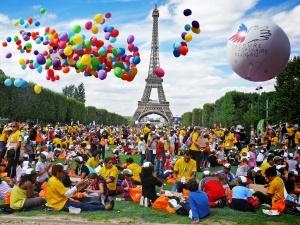 Journée mondiale des oubliés des vacances en 2010 au Champ de Mars - Crédit: SPF / S.Balmy