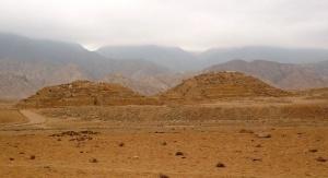 Pyramides de Caral. Crédits: Percy Meza (Creative Commons)