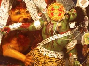 Le démon Mahishasura vaincu par la déesse.