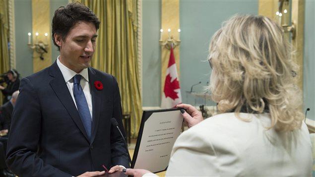 Justin Trudeau prête serment comme 23e premier ministre du Canada. Crédit photo :  PC/Sean Kilpatrick