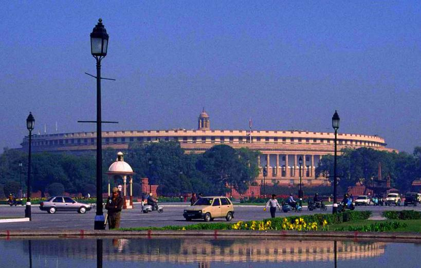 Au Parlement indien, les critiques face au manque de fermeté du gouvernement contre l'intolérance sont nombreuses.- Crédit: Sarvagnya / Wikimedia Commons