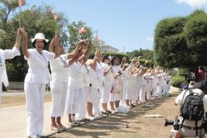Manifestation des dames en blanc. Crédit: Mihai Romanciuc/Flickr