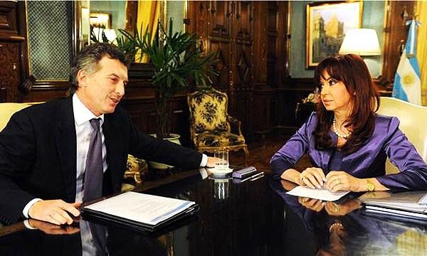 Cristina Fernandez de Kirchner recevait en 2009 Mauricio Macri dans son bureau de la Maison Rose, une situation impossible pendant la transition. Crédits : Nicolas Feredjian / Flickr CC