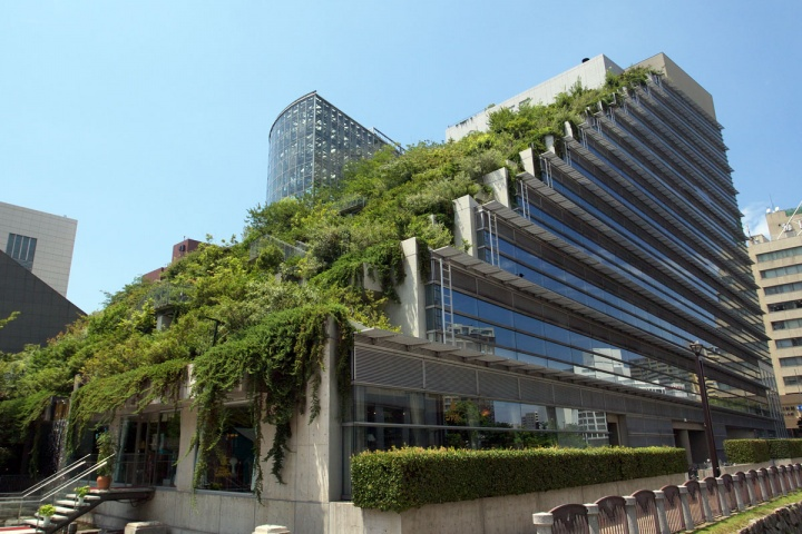 Le mur v g tal simple fa ade ou r el impact cologique for Architecture futuriste ecologique