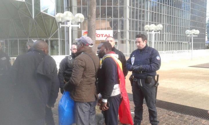 Les manifestants congolais chez Total, - Crédit photo : Georges M'passy Facebook