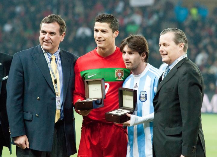 Cristiano Ronaldo et Lionel Messi lors du match Portugal - Argentine en 2011 -  Crédit :  Fanny Schertzer - Wikimedia Commons