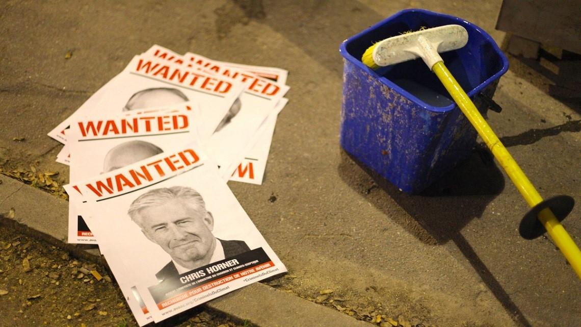 Campagne d'affichage « Avaaz : Wanted » à Paris pendant la COP21 (Novembre 2015)