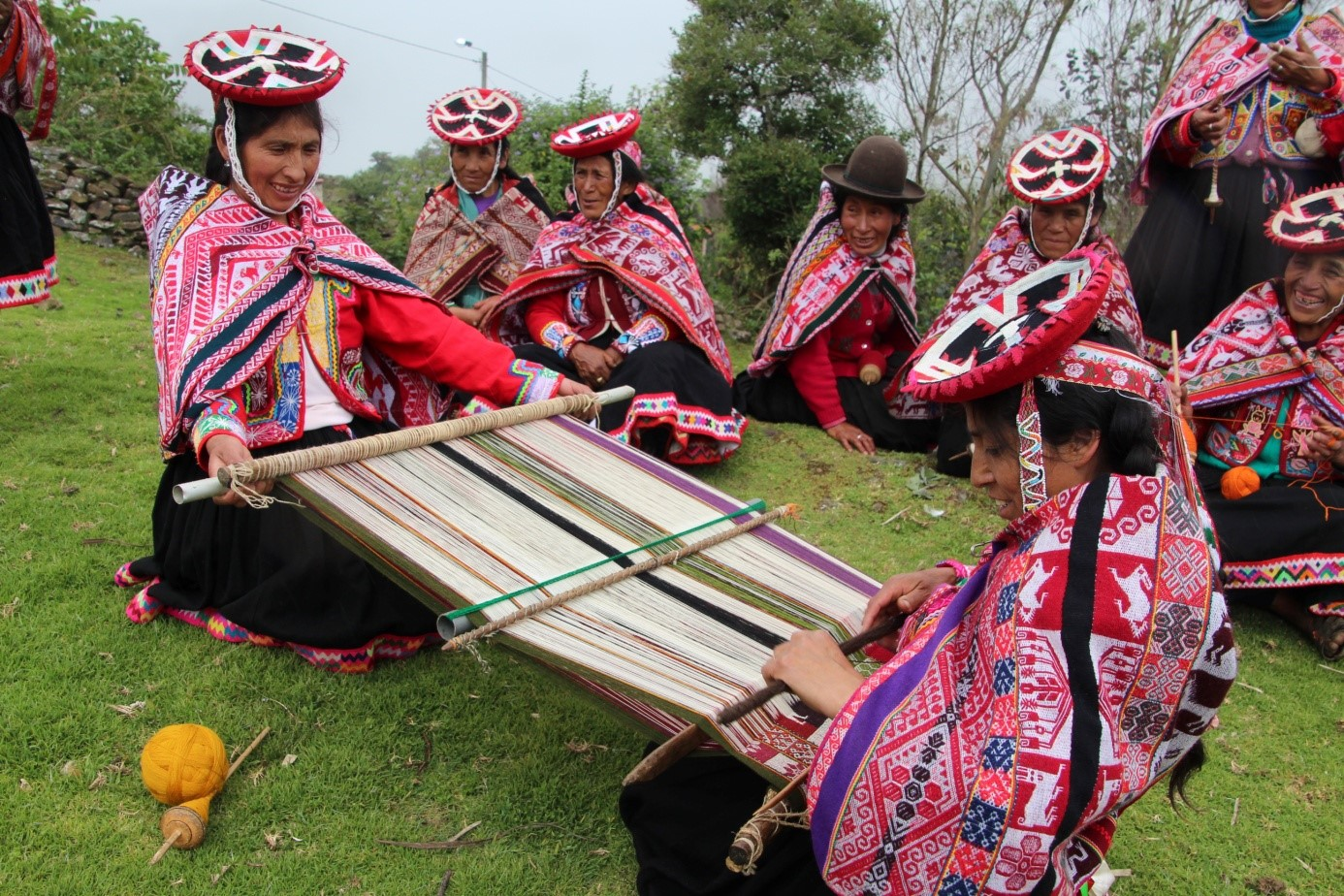 Les artisanes de la communauté de Ccachin (district de Lares, région de Cusco) font partie de l'association Inkakunaq Ruwaynin. Crédit photo : Victor Charruaud