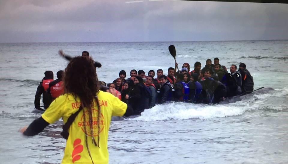 Nicolas Migueiz Montan au secours des réfugiés ayant fait naufrage. Crédits photo : Facebook officiel Proactiva Open Arms.