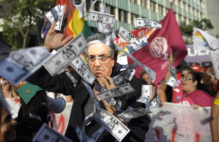 Pastiche d'Eduardo Cunha dans une manifestation contre l'impeachment de Dilma Rousseff dans le centre de Rio de Janeiro (Brésil), le 16 décembre 2015. Crédit photo : Tomaz Silva / Agência Brasil