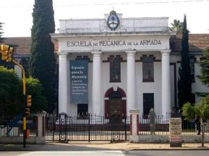 L'École mécanique de la marine, à Buenos Aires, où près de 5 000 opposants à la junte militaire argentine ont disparu.  Depuis 2004, l'Esma est devenue un musée de la Mémoire dédié aux 30 000 « disparus » de la dictature. Crédit photo : ownwork - Creative Commons
