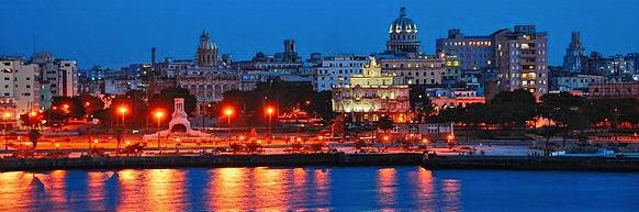 La Vieille Havane, de nuit. Crédits : Gabriel Rodriguez (Creative Commons)