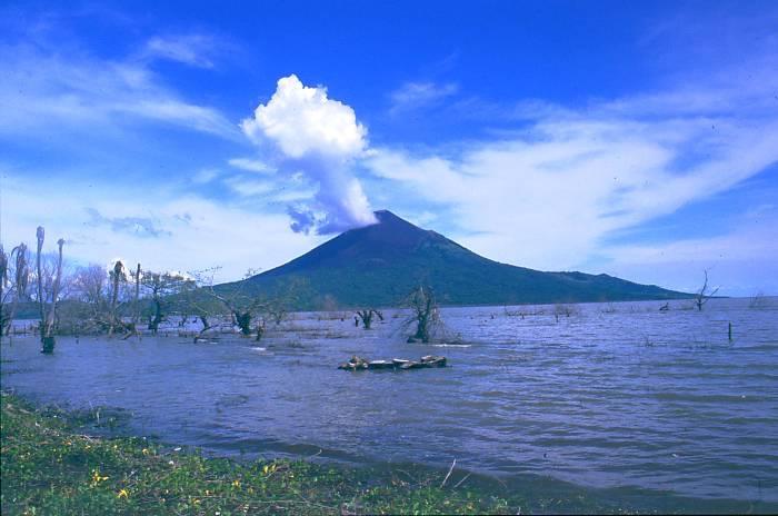 Vue du volcan Momotombo au Nicaragua. Crédits : www.world-traveller.org (Creative Commons)