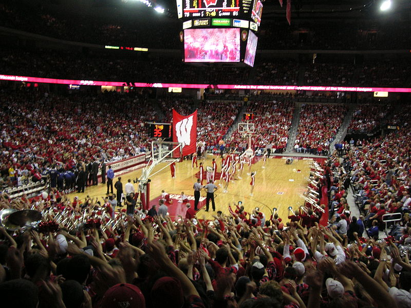 Le Kohl Center de l'université du Wisconsin, où jouent l'équipe de basket des Badgers - Crédit photo : P Brown - Wikimedia Commons