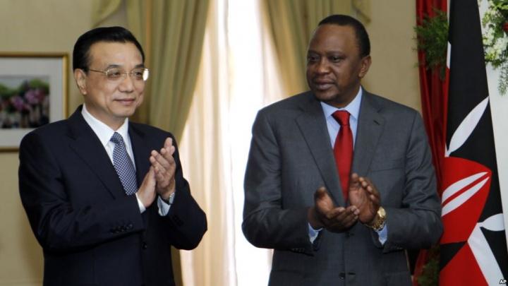 Le Premier ministre chinois Li Keqiang et le président kenyan Uhuru Kenyatta : Crédit photo : AP