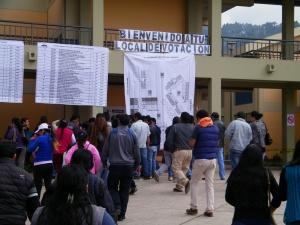 Le 10 avril, les Péruviens se sont rendus dans les différents bureaux de vote pour élire leur futur chef de l'État (Cusco). Crédit photo : Corinne Duquesne