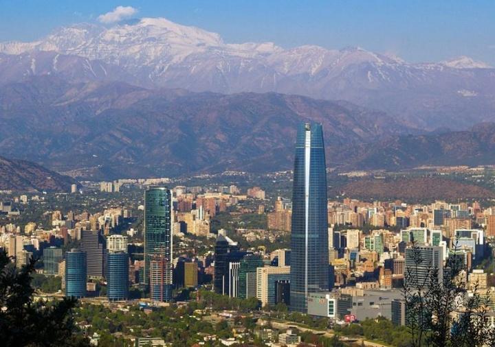 Vue d'une partie de Santiago du Chili, en 2013. Crédits : David Pozo (Creative Commons)