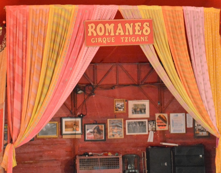 Intérieur du chapiteau du cirque Romanes - Crédit photo : Stéphanie Petit / Opinion Internationale