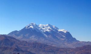 Le Nevado (glacier) Illimani, en Bolivie.  Crédits : Anakin, Wikimedia Commons