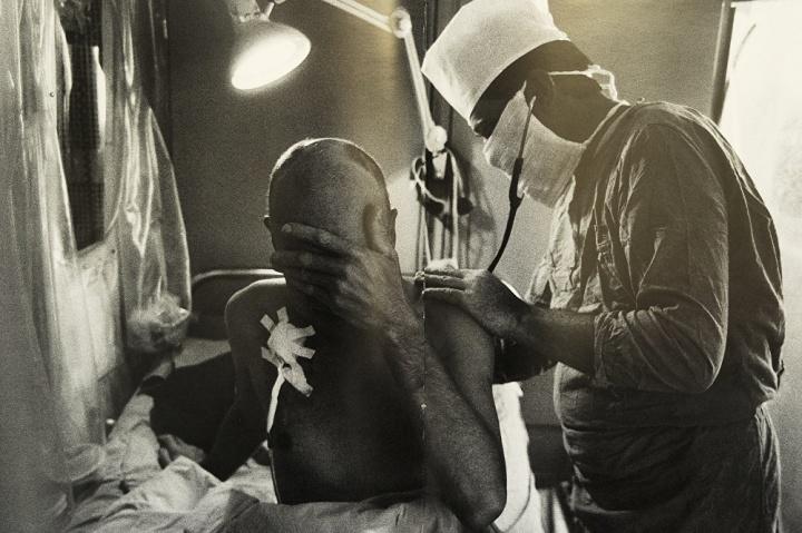 """Le suivi en """"chambre stérile"""" après une greffe de moelle osseuse dans la clinique N°6, à Moscou, Photo d'Igor Kostine"""