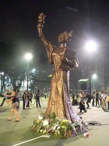 La Déesse de la Démocratie (Hong Kong) - Crédit photo : MarsmanRom & Isa Ng, Wikimedia Commons