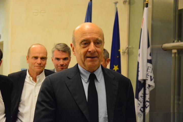 Alain Juppé arrive à l'AFD au colloque organisé par ACIDD - Crédit photo : Stéphanie Petit