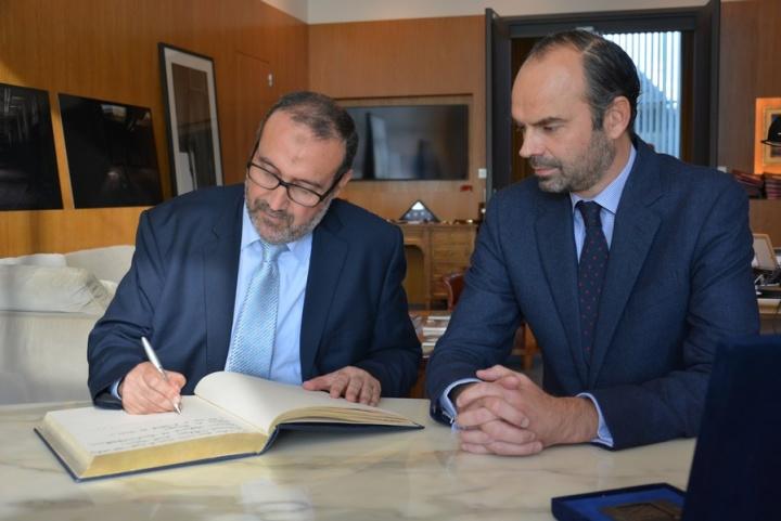 Jeudi 27 octobre au Havre Mohamed El Bachir Abedllaoui, Maire de Tanger et Edouard Philippe, Maire du Havre ont signé un protocole d'amitié - Crédit photo : Stéphanie Petit