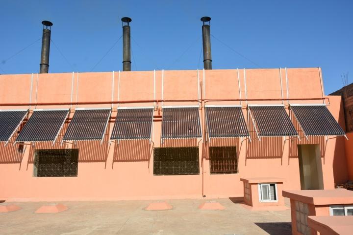 Panneaux solaires installés sur le toit - Crédit photos : Stéphanie Petit