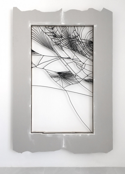 Trong Nguyen, cracked mobile 01, 2019, iron, paint, sheetrock, wood, 240 x 165 x 15 cm - Courtesy Galerie Valerie Bach
