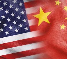 Drapeaux américain et chinois. Source : Ekonomický deník